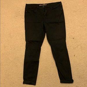 Woman's Universal Thread black jeans size 16